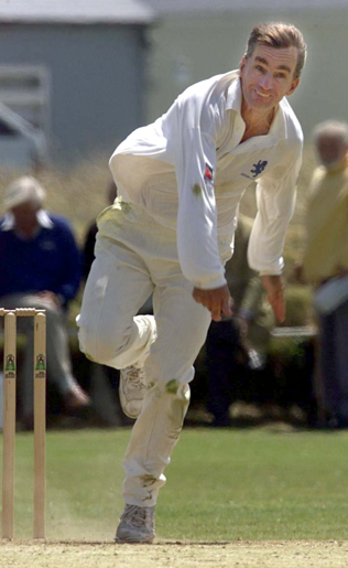 Peter Roebuck bowling for Devon
