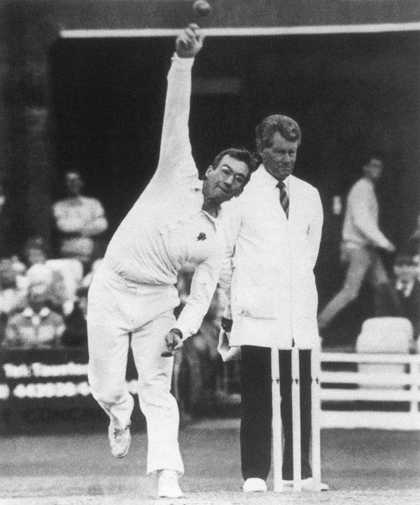 Peter Roebuck bowling in 1989